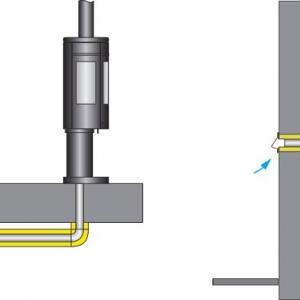 Pobór powietrza zewnętrznego z podłogi pod kominkiem (po lewej) i ze ściany za kominkiem (po prawej) /il. Jotul
