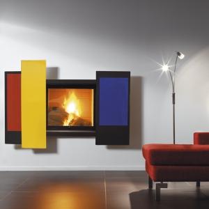 Mondrianowska kompozycja Focusa maskująca palenisko doskonale spisuje się nie tylko jako obraz, ale i kominek