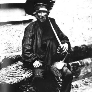 Fotografia anonimowego autora (prawdopodobnie z roku 1850) przedstawiająca kominiarza