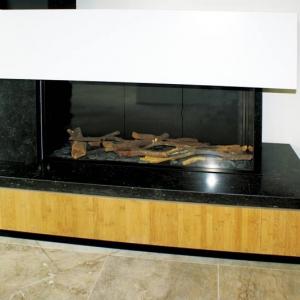 Ceramiczne polana imitują drewno; nie wolno ich zamieniać na inny materiał. fot. Dreamfire