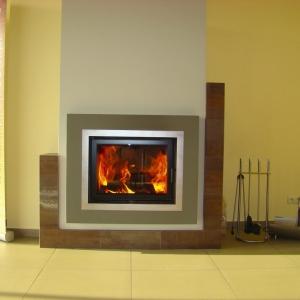Prawidłowy proces spalania drewna, temperatury na centralce sterującej prawidłowo ustawione, palenie nominalnymi załadunkami drewna (fot. Hajduk)