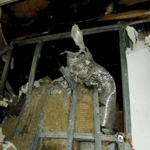 Niewłaściwa izolacja stropu stała się przyczyną pożaru (fot. Jotul)