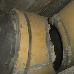 Brak przejścia kominowego może powodować pękanie trójnika