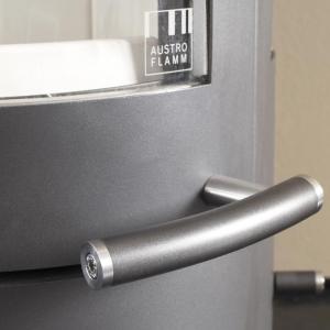 W Pi-Ko te charakterystyczne elementy wykonane są z metalu i tworzywa w kolorze stali. fot. Austroflamm