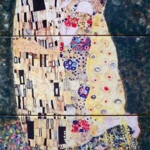 "Pastisz - Gustaw Klimt ""Pocałunek"" - fot. Jadwiga Gajda-Lusina; Kafel-Art"