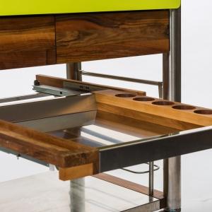 Dodatkowa szuflada – zastosowany system BLUM zapewnia, że otwiera się łatwo i bardzo cicho, fot. Indu+