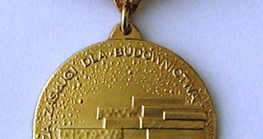 komo_medal-za-zaslugi-dla-b.jpg