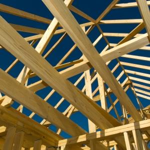 Izolacja kominka w budynkach drewnianych i szkieletowych